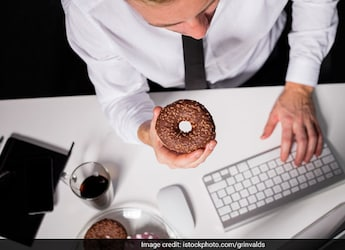 What To Keep In Mind While Snacking In-Between Work? Expert Reveals
