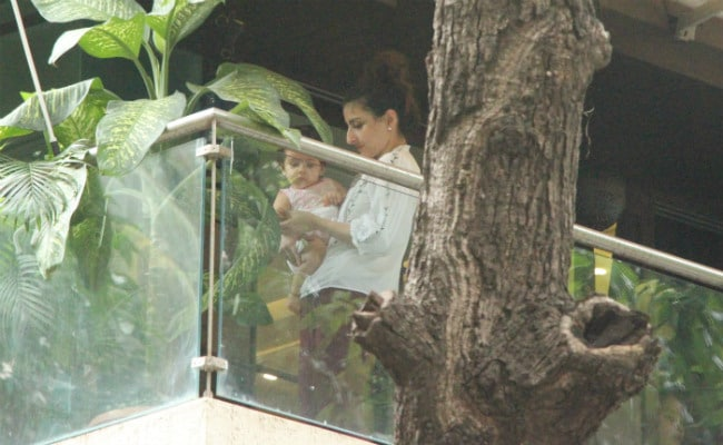 Soha Ali Khan And Daughter Inaaya Chill At Kareena Kapoor's Home When Saif Ali Khan And Family Are Away On Holiday