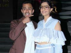 Sonam Kapoor, Anand Ahuja Watch <I>Veere Di Wedding</i> Together. Janhvi, Khushi Join Them Too