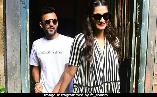 On Sonam Kapoor's Birthday, 10 Best Pics With Anand Ahuja To Keep Believing In Love
