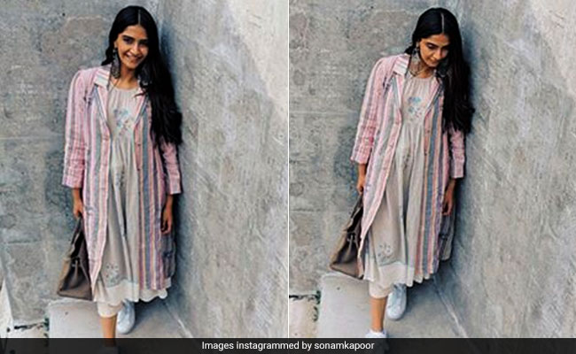 Trust Sonam Kapoor To Give Us A Lesson In Comfy Yet Chic Travel Dressing