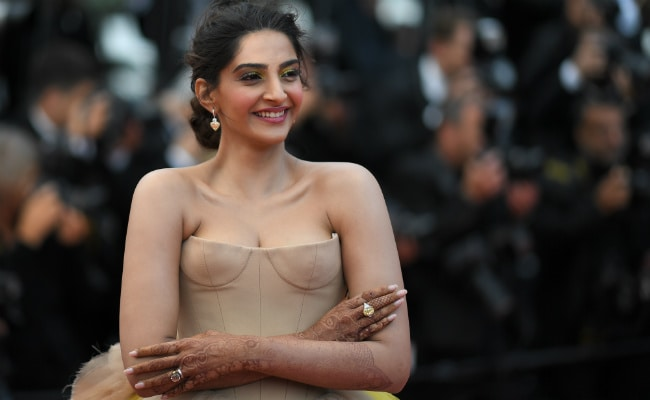 Shining Sonam Kapoor At Cannes