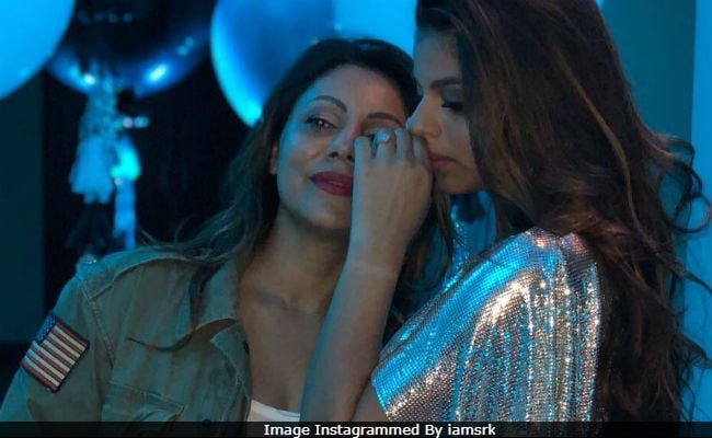 Shah Rukh Khan's Caption For This Million Dollar Pic Of Gauri And Suhana Will Make You Go Aww