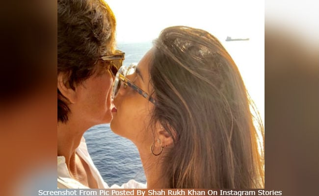 Shah Rukh Khan's 'Sun-Kissed' Pic With Daughter Suhana Will Brighten Up Your Day