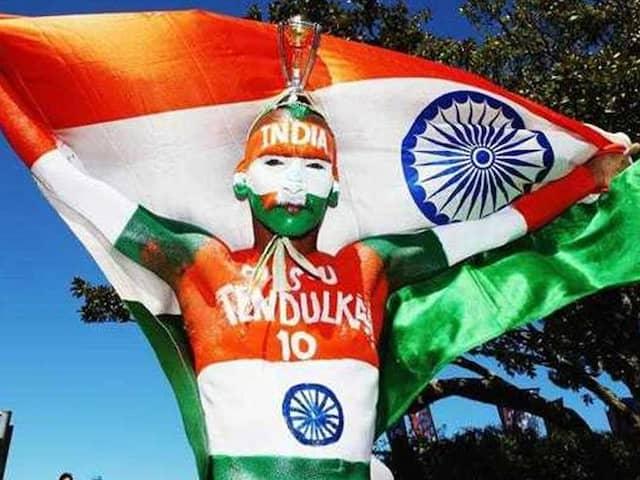 Thats how Mahendra Singh dhoni gave very-very special gift to Sachin Tendulkar fan