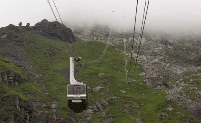 Swiss Cable Car Breaks Down On 'James Bond' Mountain, 400 Airlifted