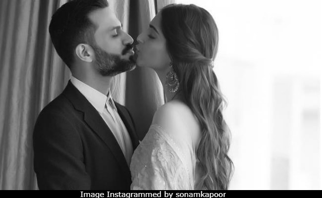 Sonam Kapoor's Pic With Anand Ahuja From Delhi Goes Instantly Viral