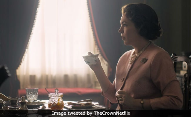 The Crown New Still Olivia Colman Transforms Into Queen Elizabeth II
