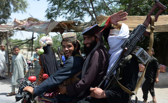 Taliban and Afghan forces embrace in Eid ceasefire