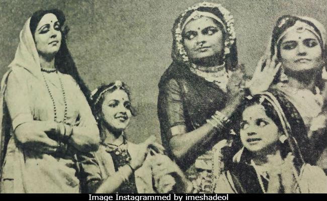 মা হেমা মালিনি আর বোন অহনার সঙ্গে ছোট্ট এশা দেওলের ছবি দেখে নিন