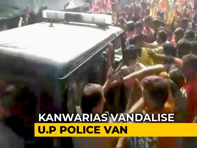 Video : Mob Of Kanwar Pilgrims Bullies Cops In UP, Vandalises Emergency Van