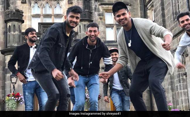 Sanju के फैन हुए टीम इंडिया के खिलाड़ी, ऐसे किया संजय दत्त स्टाइल डांस, देखें VIDEO