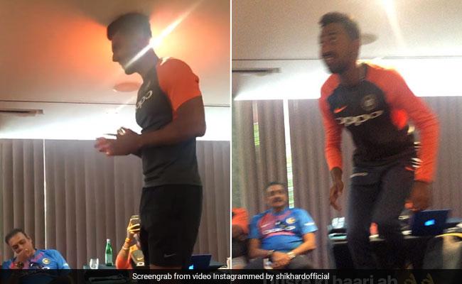 टीम इंडिया ने ली नए खिलाड़ियों की रैगिंग, कुर्सी पर खड़ा कराकर कराया ये काम