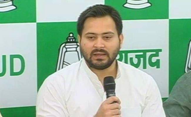 गुजरात की घटना पर तेजस्वी ने कहा- मोदी-शाह से इतना भी मत डरो, संजय निरूपम बोले- याद रखना एक दिन PM को वाराणसी भी जाना है