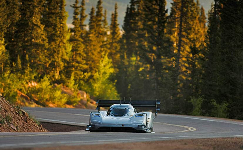 the volkswagen i d r sets fastest time during qualifying at the 2018 pikes peak hill challenge. Black Bedroom Furniture Sets. Home Design Ideas