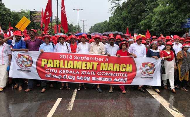 मोदी सरकार के खिलाफ देश भर के किसान-मजदूरों का ने रामलीला मैदान से संसद तक किया पैदल मार्च