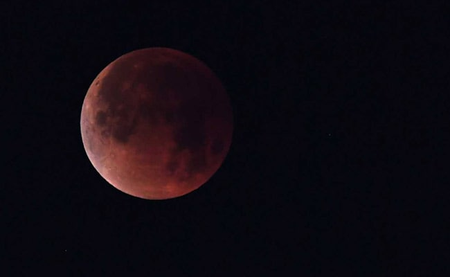 Lunar Eclipse Blood Moon 2018 Blood Moon Mars Pair Up To Offer