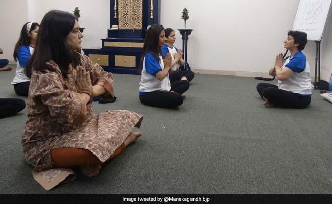 twitter  maneka gandhi yoga day