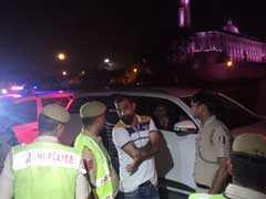 देश की राजधानी दिल्ली की सड़क पर रईसजादों ने शराब पीकर काटा बवाल, गिरफ्तार