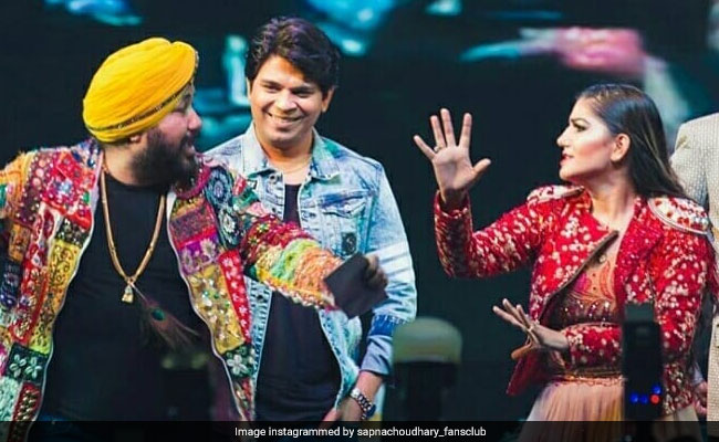 सपना चौधरी ने दलेर मेहंदी और मीका सिंह के साथ जमकर किया डांस, बार-बार देखा जा रहा Video