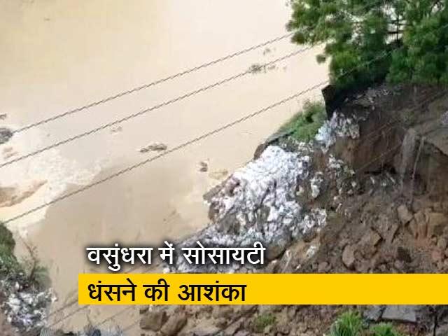 Videos : बारिश से कई जगह पानी जमा