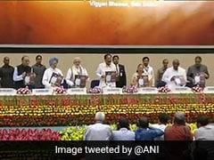एक मंच पर दिखे पीएम मोदी, पूर्व पीएम मनमोहन सिंह और देवगौड़ा, उपराष्ट्रपति वेंकैया नायडू को लेकर PM ने कही यह बात