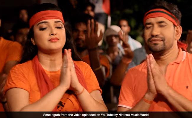 आम्रपाली दुबे संग 'सावन में देवता लोग...' गाने पर झूमे निरहुआ, यूं लगाए 'बोल बम' के नारे- देखें Video