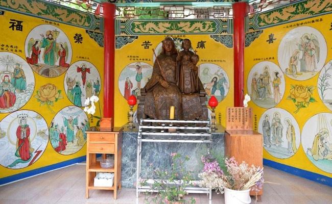 Dragons, Steamed Buns, Lanterns Make Taiwan's Temple-Like Church Unique