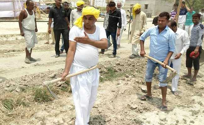 A Spade In Hand, Uttar Pradesh Minister Takes A Swipe At Yogi Adityanath