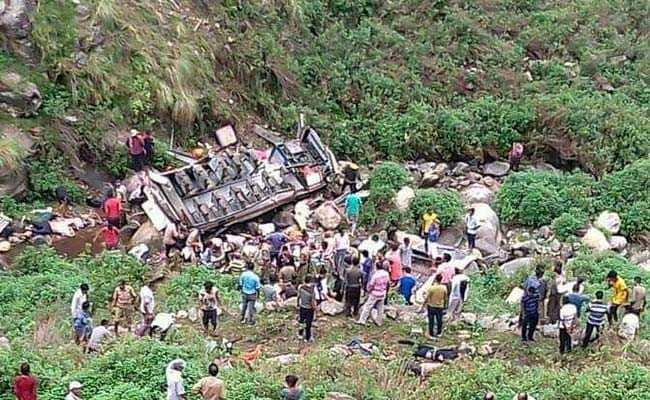 उत्तराखंड में गहरी खाई में गिरी बस : मृतकों की संख्या पहुंची 47, आठ यात्री घायल