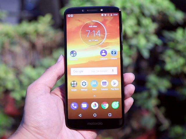 8462d789ce Video  Moto E5 Plus Review  Can It Compete With Asus ZenFone Max Pro ...