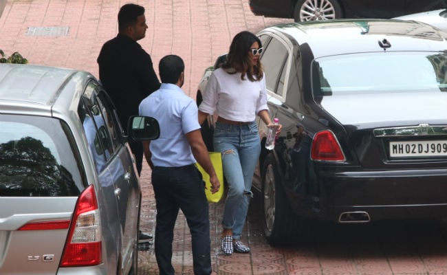 Priyanka Chopra And Farhan Akhtar's Work Mode Is On For The Sky Is Pink