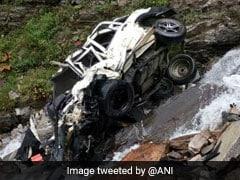 हिमाचल प्रदेश: रोहतांग के पास खाई में गिरी कार, 11 लोगों की मौत