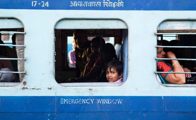 Raksha Bandhan 2018: रक्षाबंधन पर महिलाओं के लिए Indian Railway चलाएगा स्पेशल ट्रेनें, यूपी सरकार कराएगी मुफ्त बस यात्रा