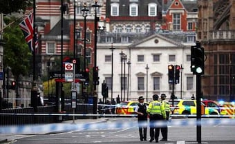 Car Hits UK Parliament Barriers, Injuring Pedestrians; Driver Arrested