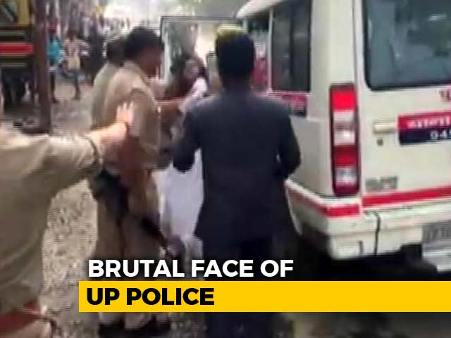 Video : On Video, UP Cops Pull Student's Hair For Blocking Amit Shah's Convoy
