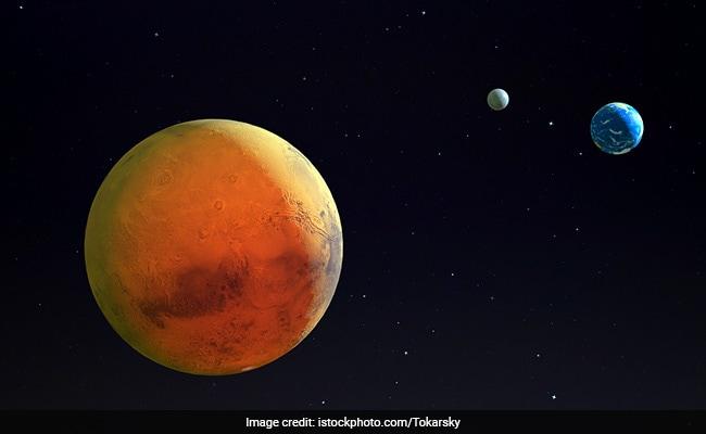 नासा के क्यूरोसिटी रोवर ने मंगल के मटमैले आसमान के भव्य नजारे कैद किए