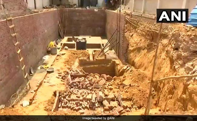 1 Killed, 5 Injured As Wall Collapses In South Delhi's Greater Kailash
