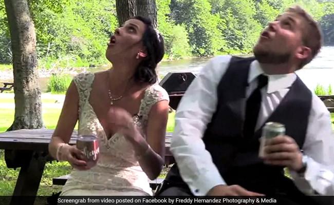 VIDEO: शादी के बाद पेड़ के नीचे बैठे थे दूल्हा-दुल्हन, फिर हुआ ऐसा हादसा
