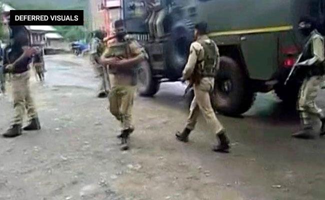 जम्मू-कश्मीर : अनंतनाग में सुरक्षाबलों ने 2 आतंकियों को मौत के घाट उतारा, हथियार भी बरामद किये