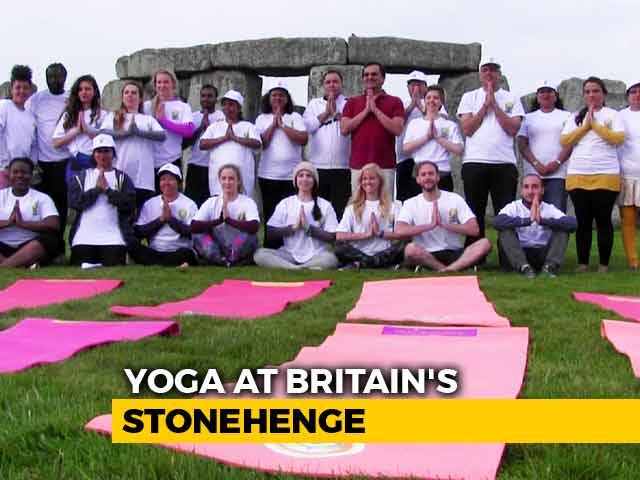 Video : Yoga Lovers Meet At Britain's Stonehenge, Greet Rising Sun, Perform <i>Asanas</i>
