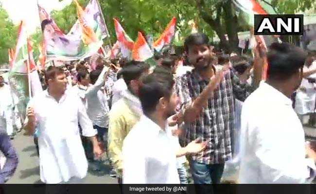 दिल्ली: यूथ कांग्रेस कार्यकर्ताओं का केंद्र सरकार के खिलाफ हल्ला बोल, भारत बचाओ आंदोलन किया लॉन्च