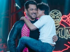 <I>Zero</i> Teaser: Shah Rukh And Salman Khan Replace Eid Hugs With Kisses And It's So Darn Cute